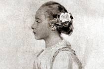 Po patnácti letech: Karlička Absolonová-Wankelová v roce 1882, když ovdověla (zemřela dne 29. listopadu 1941).