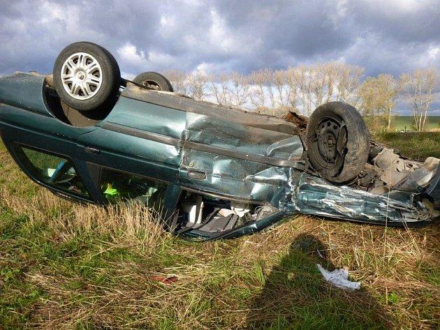 Tři lidé se zranili při nehodě dvou osobních aut. Ta bourala nedaleko železničního přejezdu mezi Boskovicemi a obcí Vážany. Knehodě došlo vneděli před desátou hodinou dopoledne.