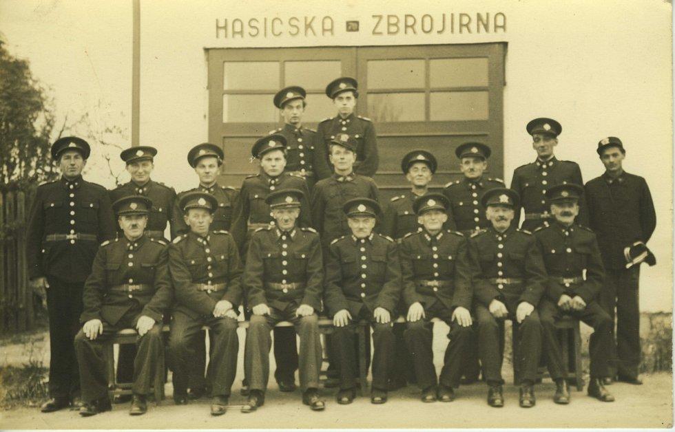 Členové SDH Újezd u Kunštátu v roce 1947.
