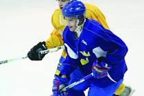 Do Blanska v pondělí dorazila výprava švédských hokejistů do dvaceti let. Zimní stadion jim bude po celou dobu mezinárodního hokejového turnaje sloužit jako útočiště. První zápas je na programu v úterý. Švédové se střetnou s rivalem z Finska.