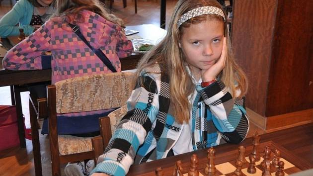Dvanáctiletá Petra Masáková z Adamova začala hrát šachy ve svých čtyřech letech. Nyní má za sebou už řadu velkých úspěchů.