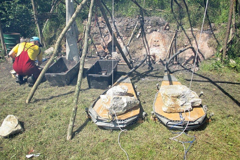V Josefovském údolí u Adamova se chystá před Starou hutí setkání příznivců historické tavby železa.