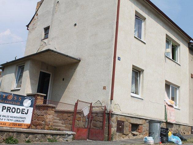 V tomto domě na Havlíčkově ulici v Blansku bydlí sociálně slabší.