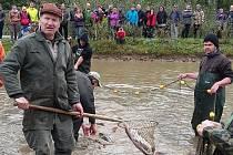 Rybáři v sobotu vylovili doubravický rybník Klemovák.