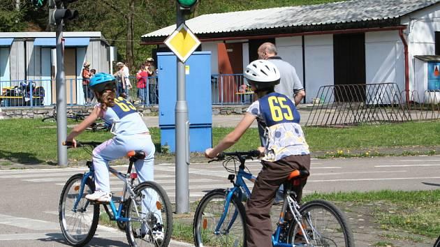 Po Velikonocích začal v Blansku provoz na dopravním hřišti, které je jediné na Blanensku. Základům provozu na silnici se tam učí žáci čtvrtých tříd základních škol pod dohledem instruktora z blanenské autoškoly Pernica, která hřiště provozuje.