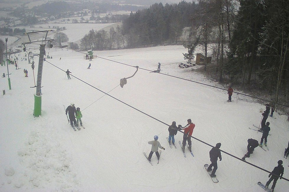 V Olešnici v pátek před obědem otevřeli sjezdovku. Nová lyžařská sezóna začíná.