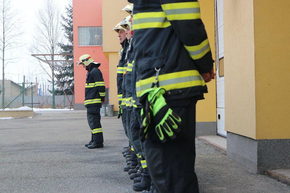 Petr Studený při cestě do práce vytáhl muže z hořícího auta. Poděkovali mu kolegové i nadřízení.