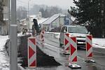 V úterý se na osm měsíců uzavřela ulice Dukelská v Boskovicích. Lidé jezdí cestou přes Kamenici.