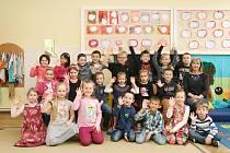 Žáci 1.A ze ZŠ Lysice s paní učitelkou Janou Rozprýmovou.