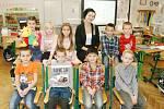 Prvňáčci ze ZŠ Sebranice s paní učitelkou Zuzanou Šmerdovou.