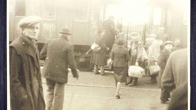 Ve dnech 14. a 15. března 1942 bylo z Boskovic deportováno 458 židovských obyvatel do Brna a odtud pak do Terezína nebo do koncentračních táborů. Po druhé světové válce se jich vrátilo pouhých čtrnáct.