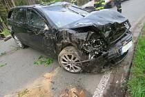 Při nehodě se zranili dva lidé. Mladík za volantem nadýchal přes dvě promile.