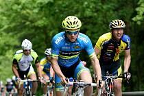 PELOTON V KRASU. Blanenskem a několika obcemi na Brněnsku se ve čtvrtek prohnal peloton cyklistů. Závodili na Liechtenstein Tour 2014, která měla start a cíl ve Vranově u Brna. Jely se dva hlavní závody. Na dvaapadesát a dvaadevadesát kilometrů.