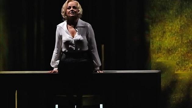 Eva Dřízgová-Jirušová je přední sólistkou opery Národního divadla moravskoslezského v Ostravě. A stálým hostem Národního divadla, Státní opery Praha a Janáčkovy opery v Brně. Je dvojnásobnou držitelkou Ceny Thálie.
