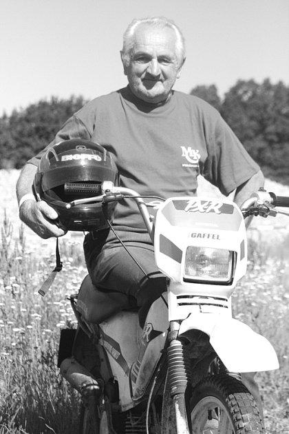 Jaromír Janíček z Louky u Olešnice přijel na závod do Kunštátu  s vlastním strojem.