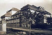 Počátkem roku 1921 koupili sokoli pozemek ke stavbě sokolovny od pana Huga Matušky v dnešní Svitavské ulici. Sokolovna se stavěla v letech 1921–1922.