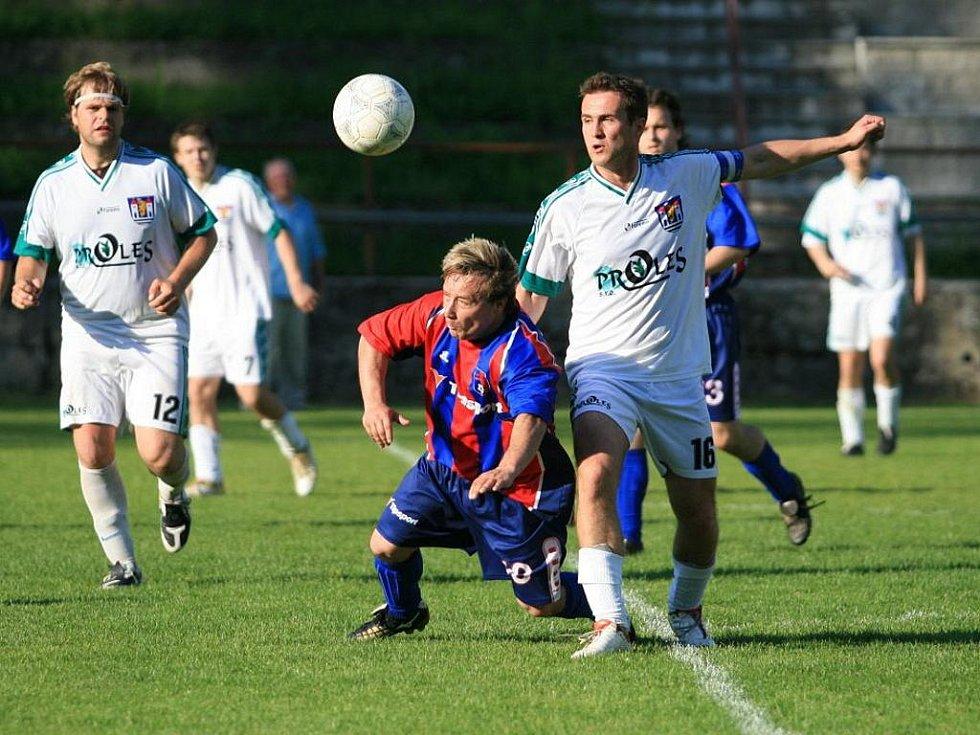 Fotbalisté Adamova v utkání s Bořitovem (v bílých dresech) - ilustrační fotografie.