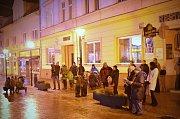 V Blansku se koledy zpívaly na Rožmitálově ulici. Lidé si je notovali se zpěváky ze sboru Martini Band.