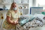 Novorozenecké oddělení v boskovické nemocnici dostalo nové zavinovačky a deky.