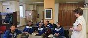 Šest členů fotbalového oddílu SK Cetkovice darovalo krev. Poprvé v životě. Nyní budou chodit na odběry pravidelně. Chtějí pomoci lidem v ohrožení.