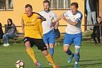 V semifinále krajského fotbalového poháru porazil FK Tišnov (v bílém) doma Olympii Ráječko 3:2.