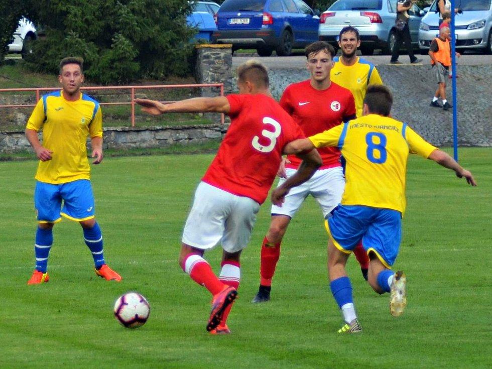 Ve druhém kole krajského přeboru porazily Boskovice (červené dresy) doma Ivančice 1:0.