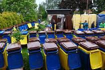 Obyvatelé obcí sdružených ve svazku Technické služby Malá Haná dostávají nádoby na tříděný odpad.