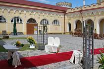 Zámek Letovice je nejen turisticky vyhledávanou památkou, ale konají se zde již takřka každý víkend svatební obřady. Je možné si vybrat hned z několika alternativ, které zámek snoubencům nabízí.