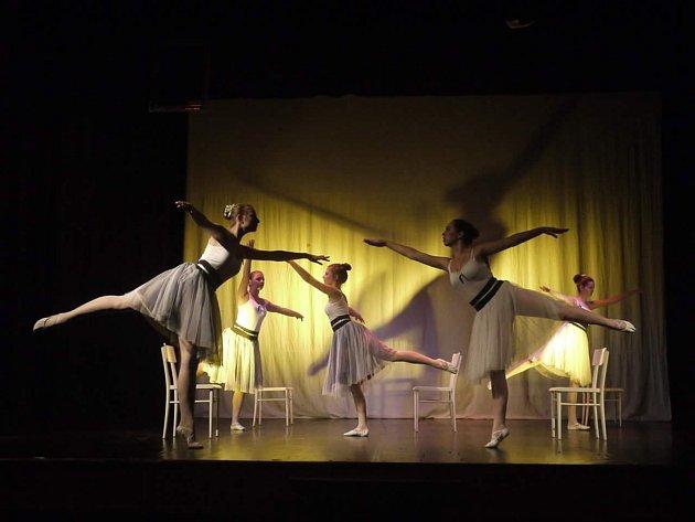 Osamnáctiletá Nikola Matušková zLudíkova se tanci věnuje od svých tří let. Nejvíce jí baví scénický výrazový a jazzový tanec.