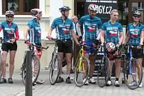 Republiku v těchto dnech křižují cyklisté, běžci a lektoři. Za dvanáct dnů navštíví přes čtyřicet měst a urazí vzdálenost téměř třináct set kilometrů. Jsou součástí projekt Cyklo-běh za Českou republiku bez drog. Akce se koná už po třinácté.