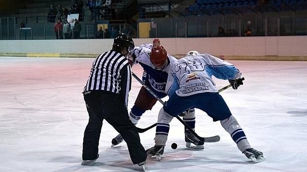 Blanenští hokejisté v utkání s Plumlovem.