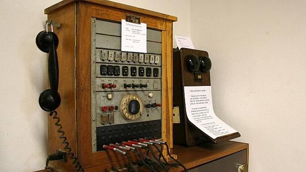 Malá výstava historických telefonů v Kunštátě.