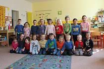 Děti z třídy Sluníčka z 1. Mateřské školy ve Velkých Opatovicích.