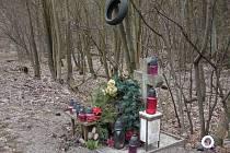 Jeden z mnoha pomníčků, které jsou k vidění u silnice z Blanska do Šebrova a dále k Lipůvce.