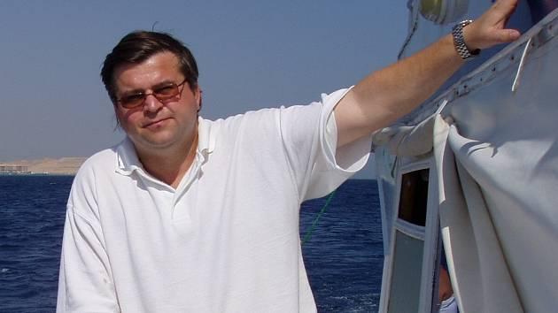 Pavel Janda sbírá žraločí čelisti a zuby asi patnáct let.