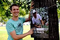 Stanislav Komínek z neziskovky NaZemi vystavuje fotografie z cesty za pěstiteli kávy do Latinské Ameriky. V blanenském zámeckém parku a na dalších více než čtyřiceti místech po celé republice.