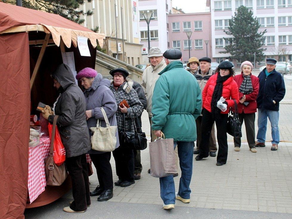 Na náměstí Republiky v Blansku se ve čtvrtek konaly letos poprvé Farmářské trhy.