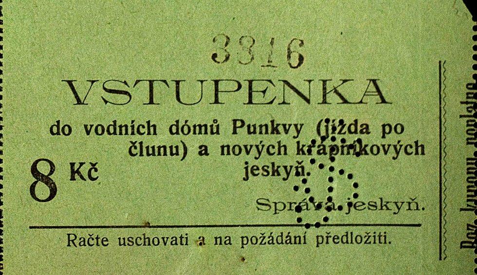 Historická vstupenka na vodní plavbu Punkevních jeskyní ze dne 6. července 1925.