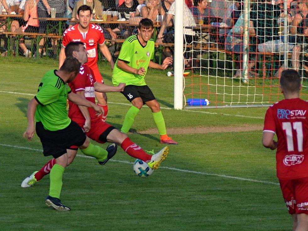 V utkání posledního kola krajského přeboru fotbalistů porazil již jistý vítěz Start Brno (červené dresy) Boskovice 5:2.