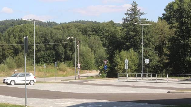 V Letovicích u nádraží otevřeli nové parkoviště. Je téměř prázdné.