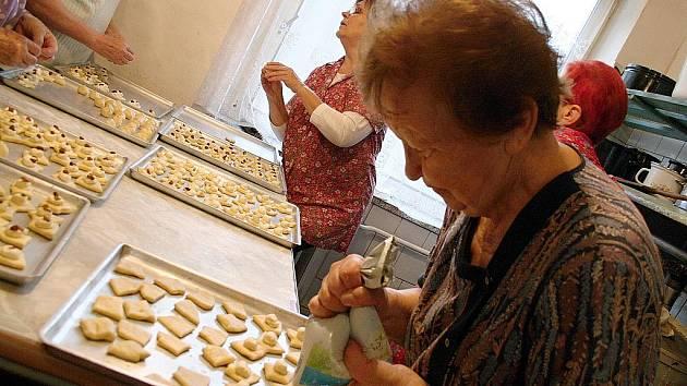 Pečení svatomartinských koláčků.