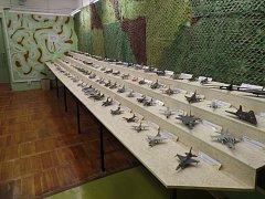 V jeskyni Výpustek si turisté prohlédnou unikátní sbírku modelů letadel.