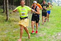 Tomáš Zahálka nosí kilt už pět let. V tradiční skotské sukni chodí do práce i sportuje.