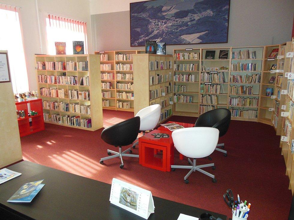 Knihovna městyse Křtiny.