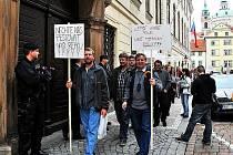 Výprava dvanácti farmářů z Blanenska se ve čtvrtek připojila k protestům zemědělců před poslaneckou sněmovnou.