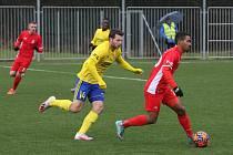 Robert Bartolomeu (na snímku vpravo v červeném dresu) se postaral o jediný gól Blanska v Senici.