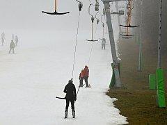 Lyžování v olešnickém ski areálu.