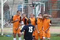 Fotbalisté FK Blansko (v oranžovém) - ilustrační foto.