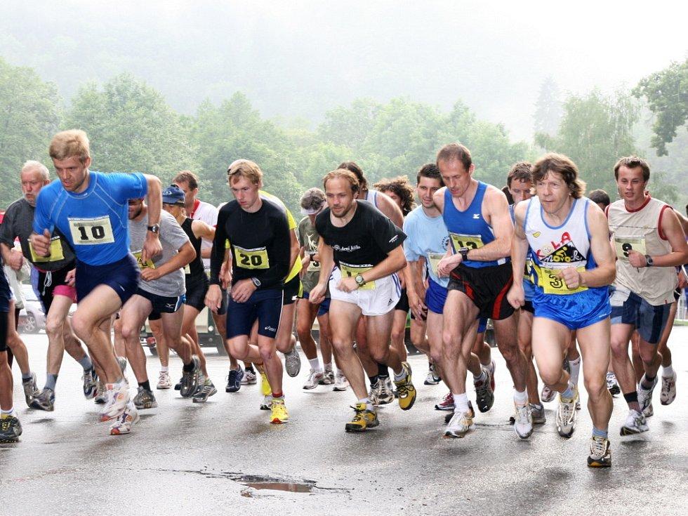 Ve středu zahajuje závodem Sloup – Petrovice desátý ročník Hraběnka Cupu. Běžecké závody pro všechny bez omezení zahrnují tři jarní a tři podzimní závody a započítávají se i do Okresní běžecké ligy.