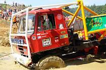 Závod mistrovství republiky v Truck Trialu v pískovně u Kunštátu opět nabídl mimořádně dramatické situace.